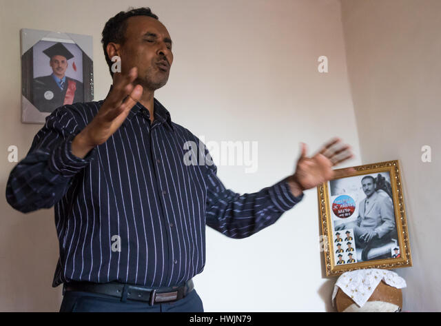Pastor Mohamed Ousman Salih who converted from islam to christianity praying in his home, Addis Ababa region, Addis - Stock-Bilder