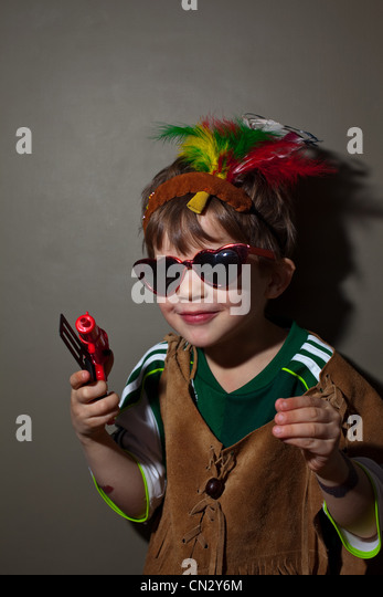 Boy dressed up in native american costume - Stock Image