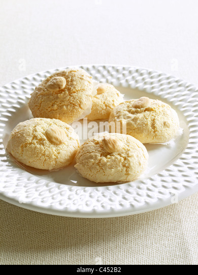 Macaroons on plate, close-up - Stock Image