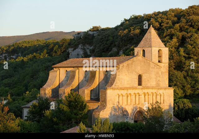 France, Vaucluse, regional park of Luberon, Saignon, Romanesque church of Our Lady of Pity 12th - Stock Image