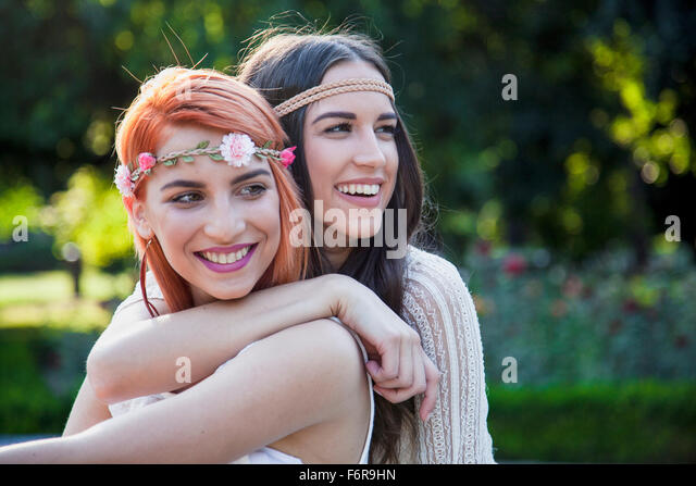 Young women in hippie style fashion embracing - Stock Image