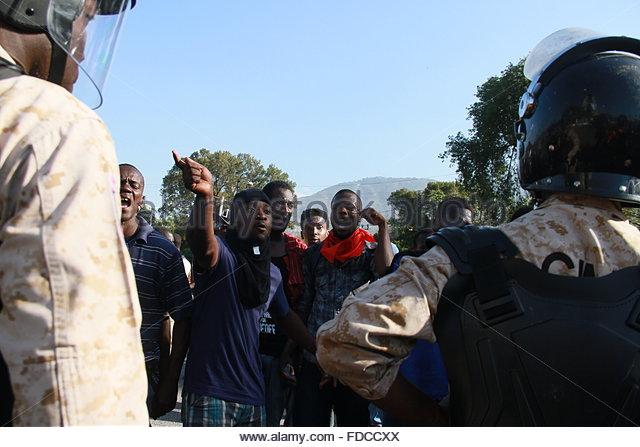 Haiti. January 29th, 2016. HAITI, Port-au-Prince: Demonstrators shout at police officers holding the police perimeter - Stock Image