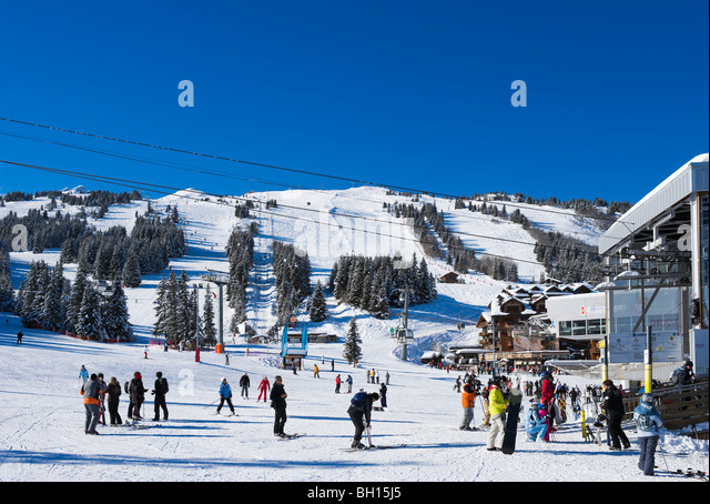 Bottom of the slopes in the resort centre, Courchevel 1850, Three Valleys, Tarentaise, Savoie, France - Stock-Bilder