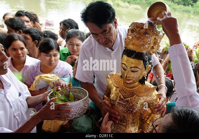 Ceremony of Washing the Nats' Statues, Yadanagu Nats Festival, Amarapura, Mandalay Division, Myanmar - Stock-Bilder