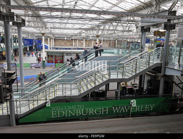 Waverley Railway Station, Edinburgh, Scotland with passengers - Stock Image