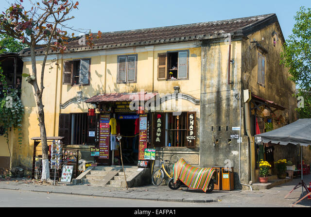 Hoi An Vietnam view of local travel agent, Sunrise Travel, for booking day trips and Vietnam Airlines - Stock-Bilder