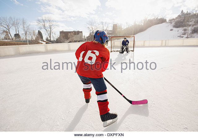 Children playing ice hockey - Stock Image