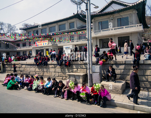 Typical urban street scene, Pyongyang, Democratic People's Republic of Korea (DPRK), North Korea, Asia - Stock-Bilder