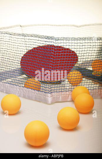 VDA78921 Table tennis balls with racket net - Stock Image