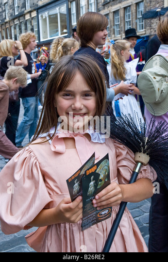 Young girl playing Jane Banks in Mary Poppins on the Royal Mile at the Edinburgh Fringe Festival, Scotland, UK - Stock Image