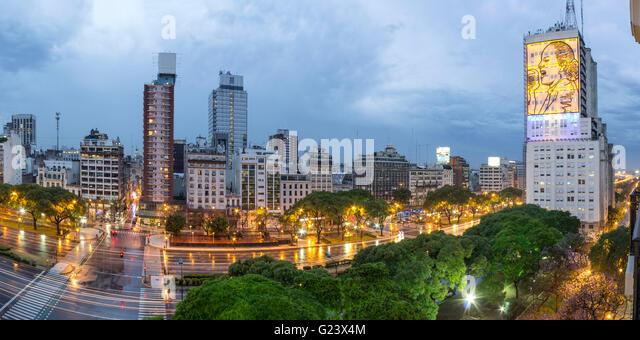 Avenida 9 de Julio at night,   Buenos Aires, Argentina - Stock Image