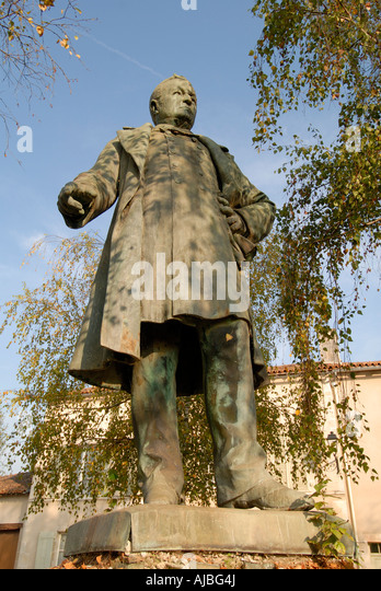 Memorial statue to (unknown), Saint Savin, Vienne, France. - Stock Image