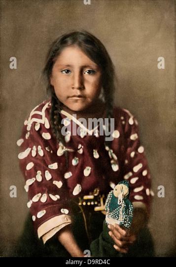 Crow Indian girl Glydis Littlenest, or Rides-a-Sorrel-Horse, circa 1900. - Stock Image