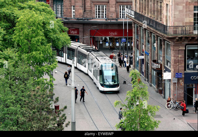Tram on the pedestrianised Rue des Francs-Bourgeois in the centre of Strasbourg, France. - Stock Image