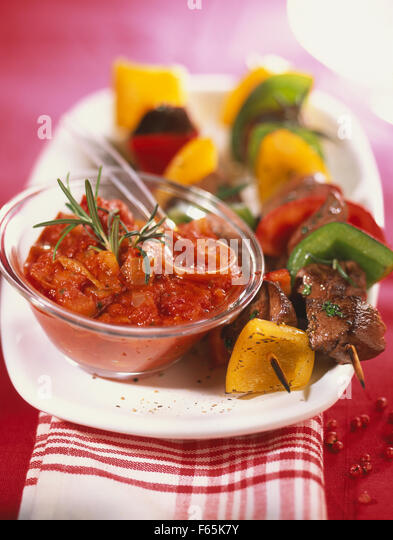 beef and pepper skewers, home-made spicy tomato sauce - Stock Image