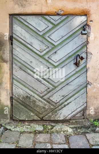 Old door in St. Catherines Passage (Katariina kaik). The Passage is a alley in Tallinn, Estonia, Baltic States, - Stock-Bilder