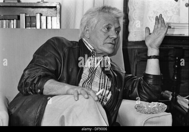 Archive photo: welsh radical marxist historian Gwyn Alf Williams at home in Drefach Felindre, Carmarthenshire, 1991 - Stock-Bilder