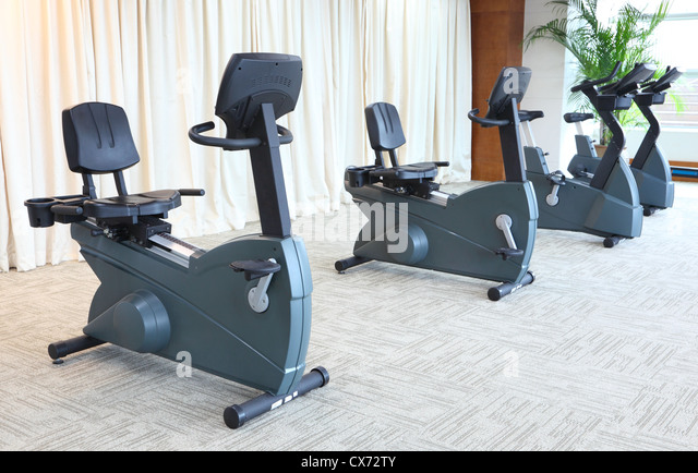 Stationary bikes in gym - Stock Image
