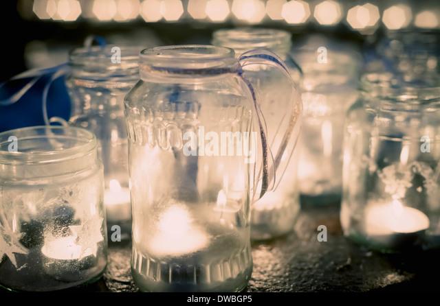Lots of tea lights in jars - Stock Image