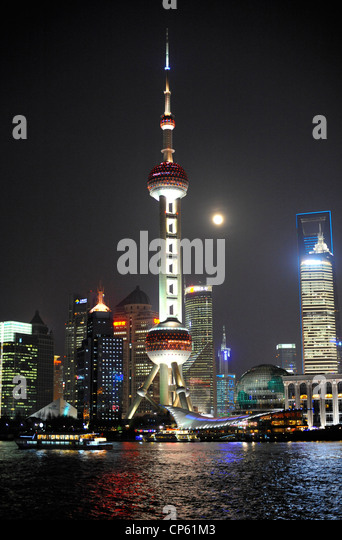 The Oriental Pearl Tower on a misty evening in Shanghai. - Stock Image