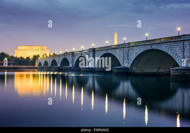 Washington DC, USA skyline on the Potomac River with Lincoln Memorial, Washington Memorial, and Arlington Memorial - Stock Image
