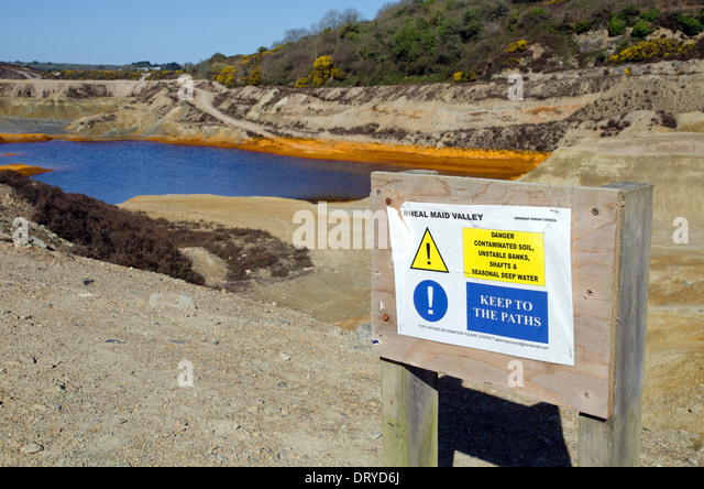 a warning sign regarding the chemical pollution at ' wheal maid valley ' a former copper mine near redruth - Stock Image