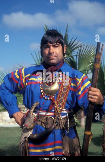 Florida Seminole Indian warrior wearing traditional clothing - Stock Image