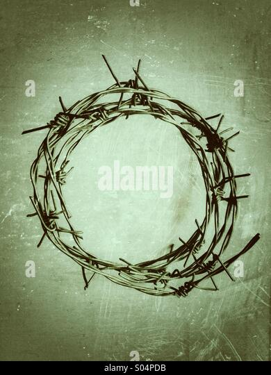 Ring of barbed wire with grunge effect applied. - Stock Image