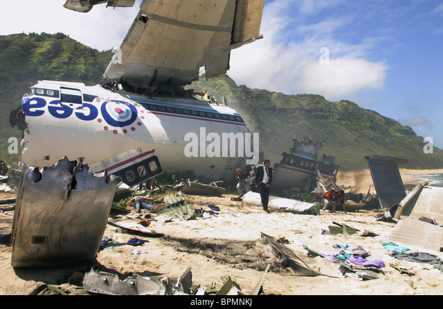 CRASHED PLANE ON ISLAND BEACH LOST : SEASON 1 (2004) - Stock Image