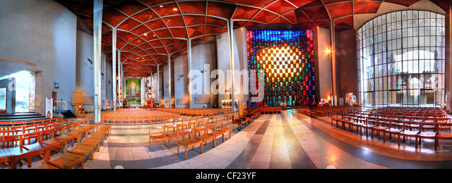 Coventry (New) Cathedral Interior Panorama, Warwickshire, England UKThis wide view shows the window - Stock Image