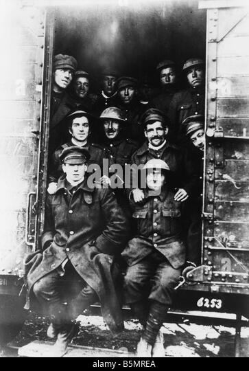 9 1917 11 20 A2 19 E English POW being transported 1917 World War One 1914 18 Western Front Tank battle near Cambrai - Stock Image