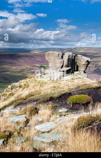 The Boxing Glove Stones overlooking Black Ashop Moor, Kinder Scout, Peak District National Park, Derbyshire, England - Stock Image