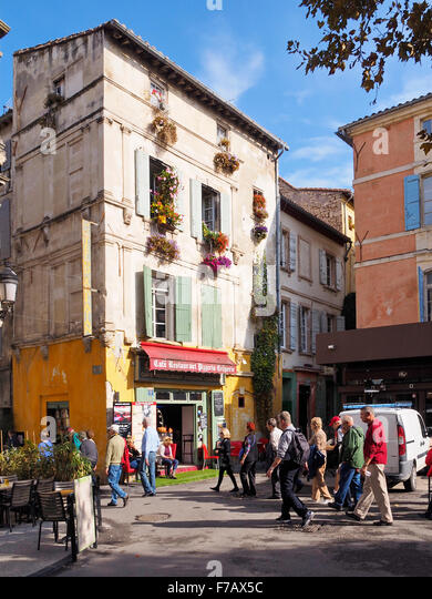 arles street provence france stock photos arles street provence france stock images alamy. Black Bedroom Furniture Sets. Home Design Ideas