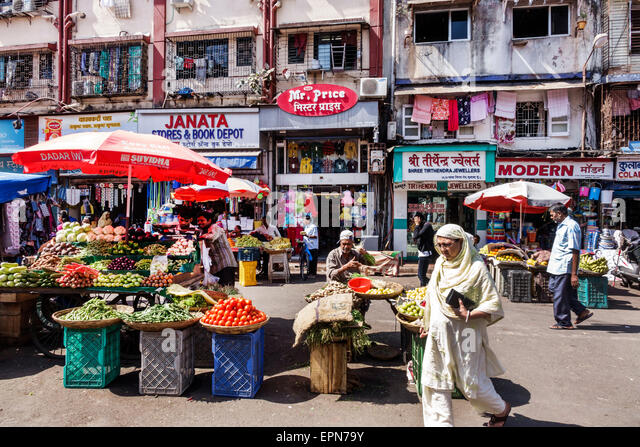 India Asian Mumbai Apollo Bandar Colaba Causeway Market Lala Nigam Road shopping street produce vendor vegetables - Stock Image
