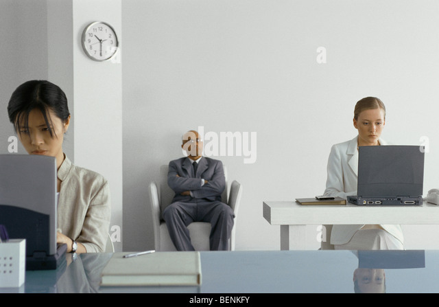Manager supervising office workers - Stock Image