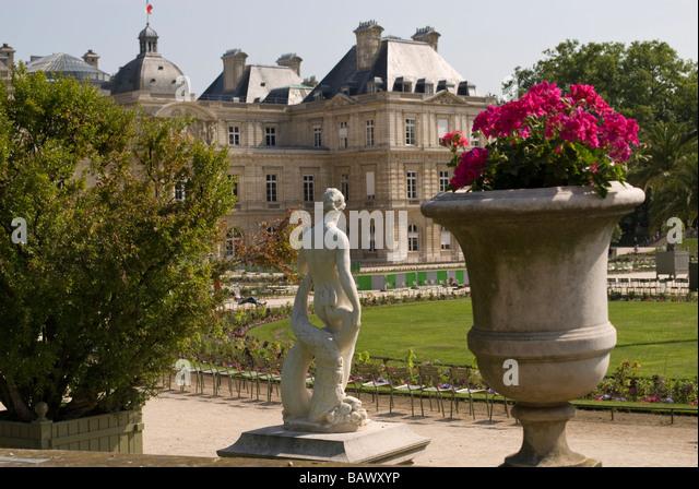 Jardin de luxembourg stock photos jardin de luxembourg for Ca vient du jardin