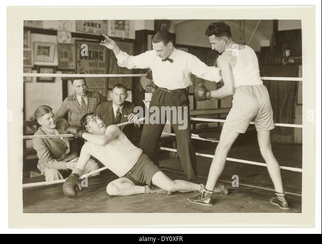 Boxers in a posed series, Dunlevy Gym, Sydney, between 1925-1940 / photographer Sam Hood - Stock Image