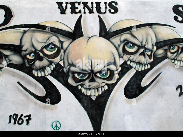 Venus tattoo Studio Skulls, Belfast 2b Gresham St,        City Centre, Northern Ireland, UK - Stock Image