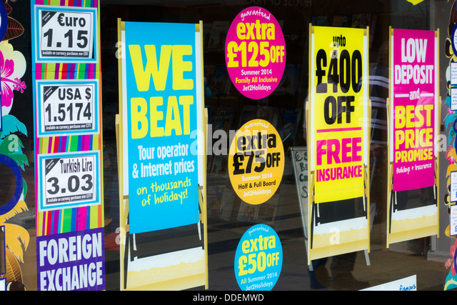 High Street Travel Agency window. England, UK - Stock-Bilder