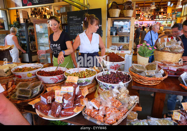 WOMEN IN ITALIAN DELICATESSEN,SIRACUSA, FOOD MARKET,SICILY - Stock Image