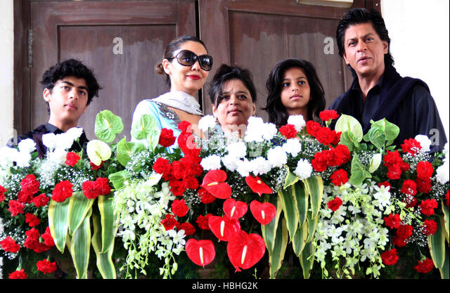 Bollywood actor Shah Rukh Kha Aryan Gauri Shehnaz and daughter Suhana occasion of Eid al-Fitr residence Mumbai - Stock-Bilder