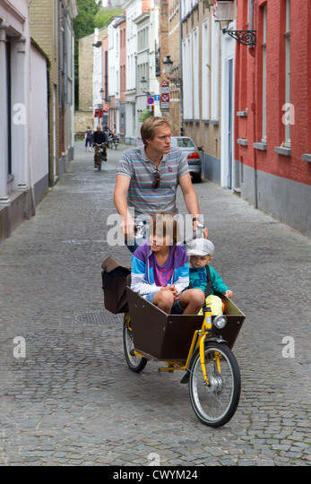 family travel bicycle bike father daughter son - Stock-Bilder