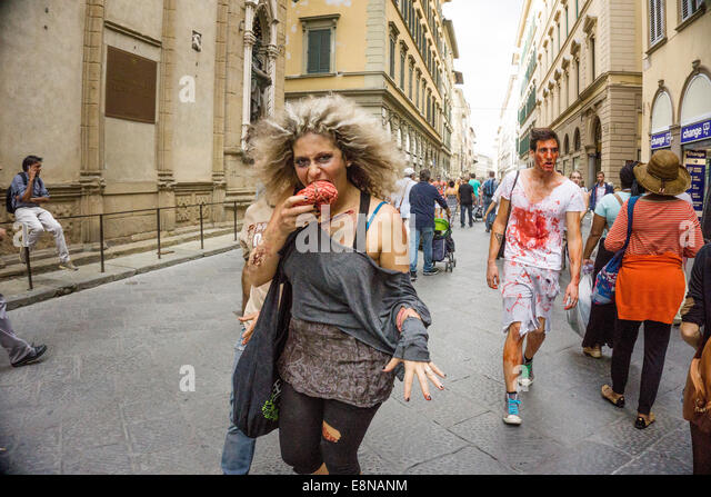 Florence, Italy. 11th October, 2014. mutilated young woman vampire with a shocking appetite for brains dashes down - Stock Image
