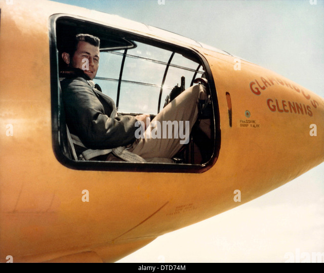 US Air Force test pilot Captain Chuck Yeager sitting in the cockpit of Glamorous Glennis the Bell X-1 aircraft that - Stock-Bilder