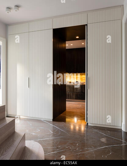 Corrugated white wood panelling between the foyer and kitchen - Stock Image