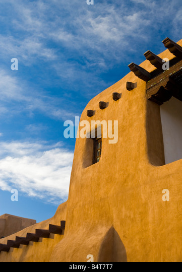USA, New Mexico, Santa Fe, New Mexico Museum of Art, Traditional adobe construction - Stock Image