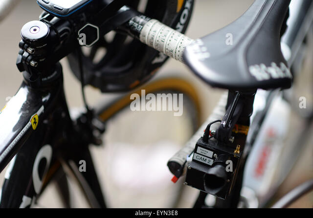 London, UK. 01st Aug, 2015. A live TV camera is seen on the bike of Giorgia Bronzini (Wiggle-Honda) before the Prudential - Stock-Bilder
