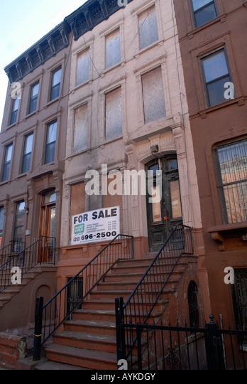 Brownstones new york stock photos brownstones new york for Townhouses for sale in harlem