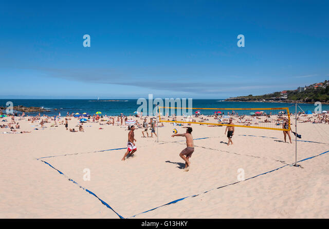 Men playing beach volleyball on Coogee Beach, Coogee, Sydney, New South Wales, Australia - Stock Image