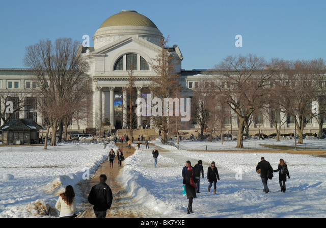 Washington DC The National Mall Smithsonian National Museum of Natural History dome snow winter weather cold visitors - Stock Image